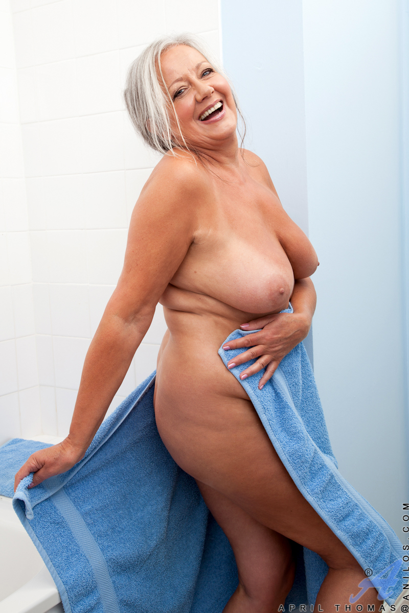 Uk gilf alisha rydes gets herself in the mood with a sex toy
