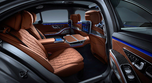 merceded-s-class-2021-back-seats-and-infotainment-screen