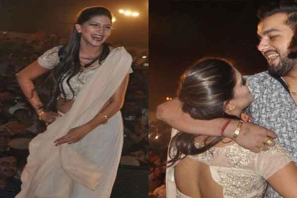 sapna-choudhary-faridabad-live-show-boyfriend-hug-in-front-of-crowd