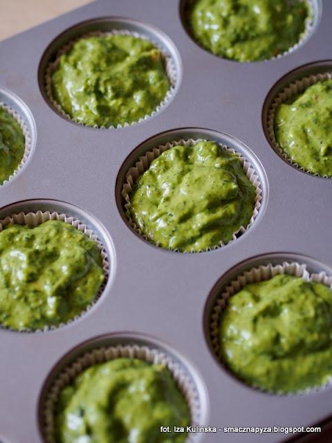 babeczki szpinakowe, muffiny, babeczki na majonezie, babeczki ze szpinakiem i groszkiem, szpinak, groszek zielony, wielkanoc, sniadanie wielkanocne, wielkanocny stol, wytrawne muffinki, zielono mi, wiosenne sniadanie, majonez ketrzynski