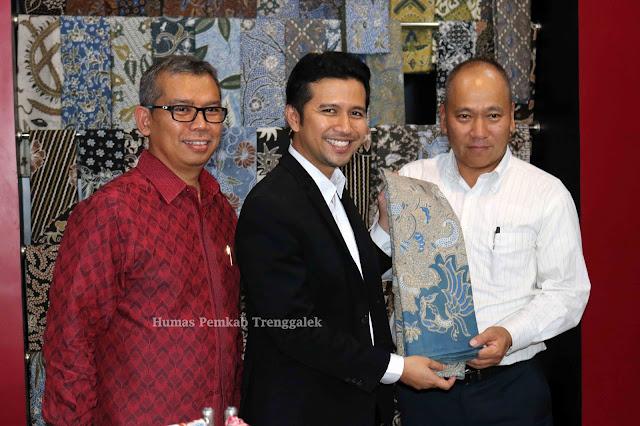 Presiden Direktur PT Marubeni Kepincut Batik Tulis Warna Alam Trenggalek