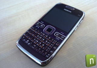 Nokia E72 in purple spotted in the wild