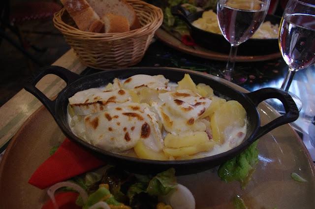 Tartichèvre, tartiflette w Annecy