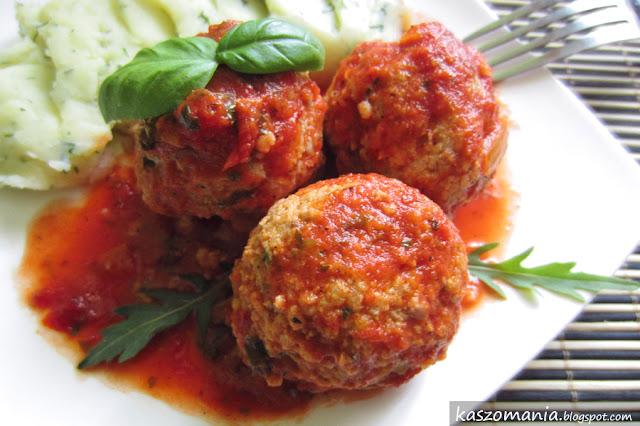 Pulpety z indyka i kaszy jaglanej w sosie pomidorowym