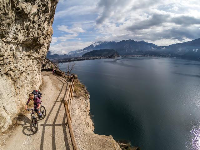 mountainbike tour ponale straße riva del garda gardasee