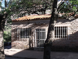 "La biblioteca ""Pablo del cerro"" se encuentra en la casa de Atahualpa Yupanqui"
