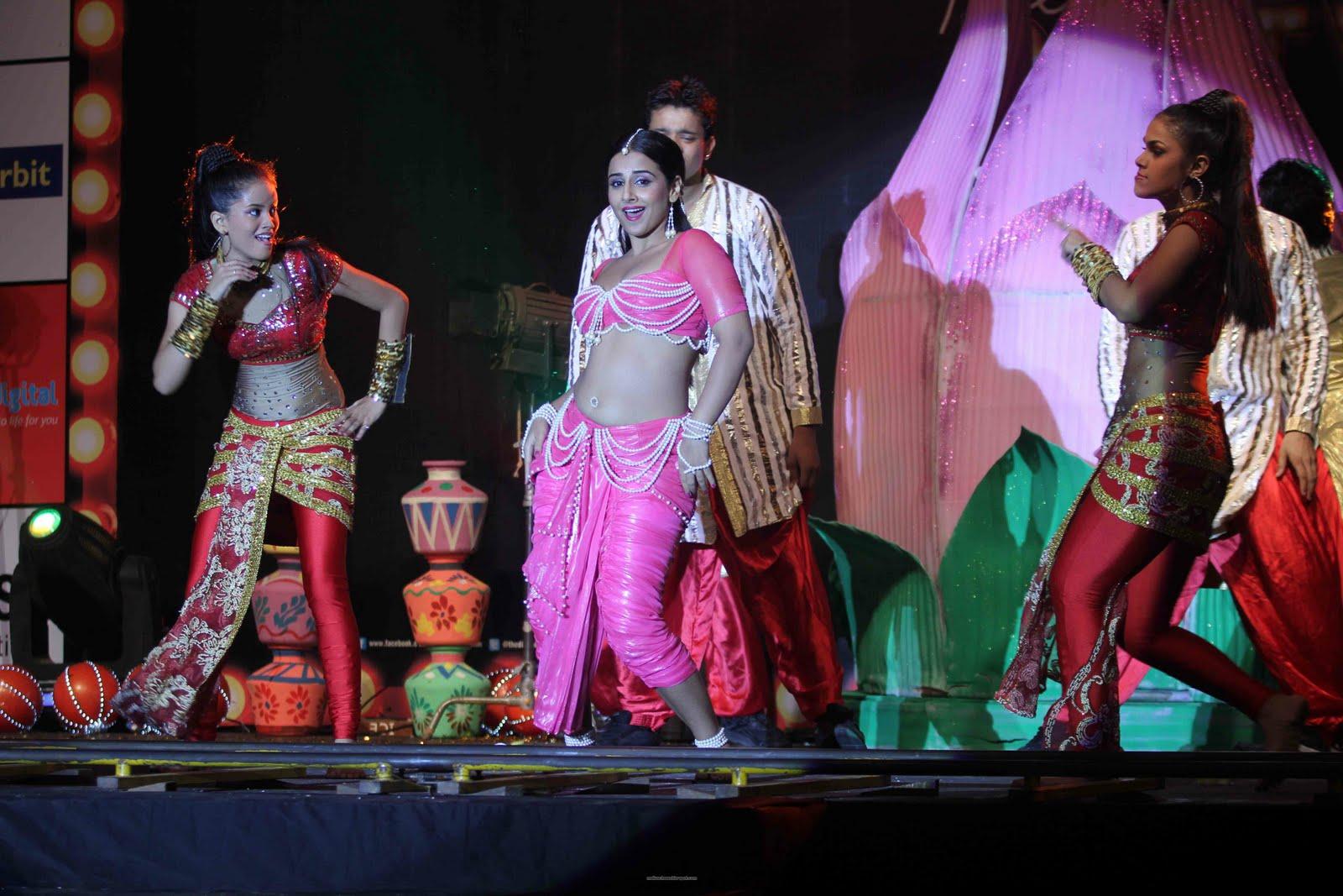 Malayalam Actress Vidya Balan Hot Item Dance Stills-9750