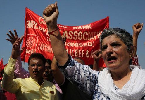 Trabajadores públicos de India anuncian huelga de tres días