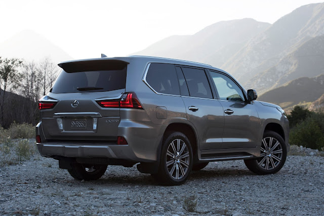 Rear 3/4 view of 2017 Lexus LX570