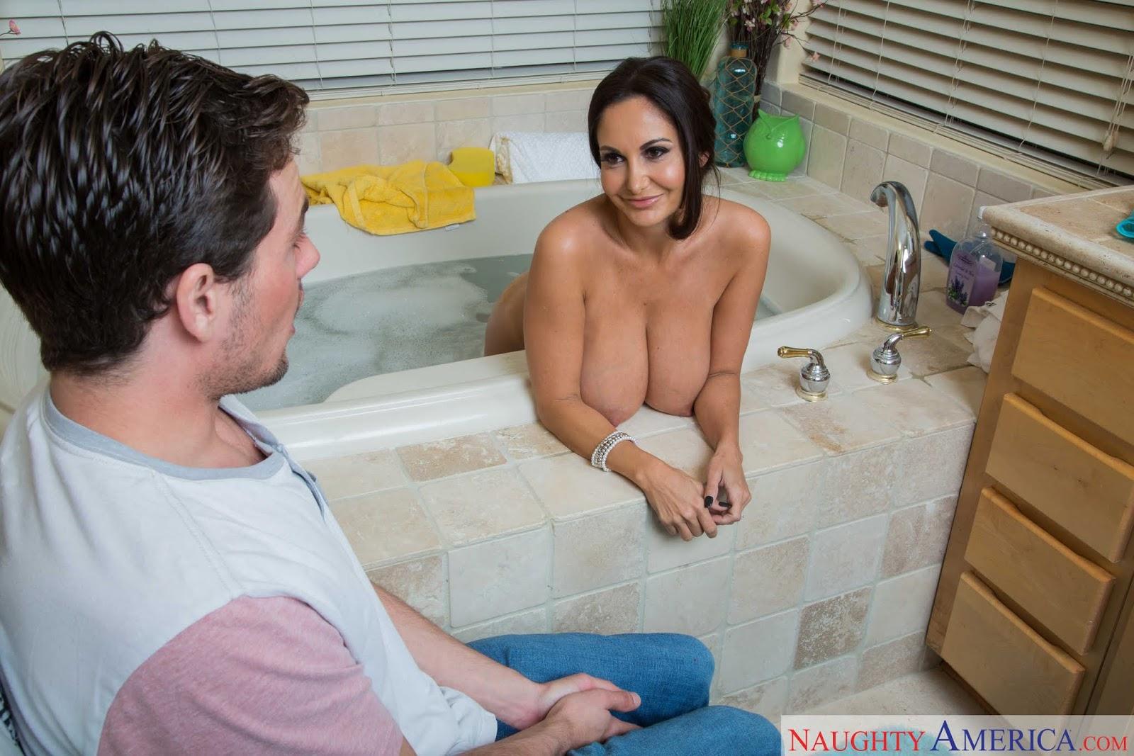 Big boobs foamy bath tit play