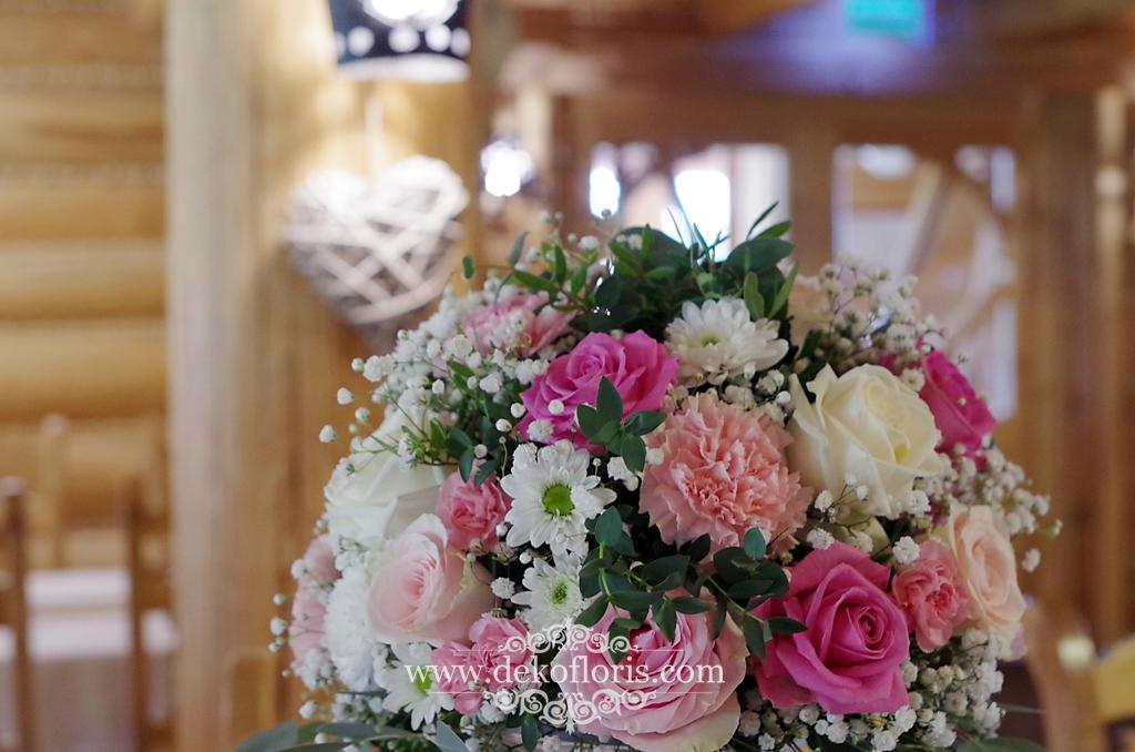 Różowe dekoracje na weselu w Bajka Grodziec