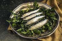 Πώς φεύγει η μυρωδιά της ψαρίλα από τα σκεύη