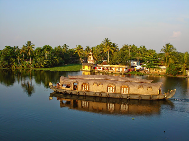 House boat in Alappey back waters - Kerala