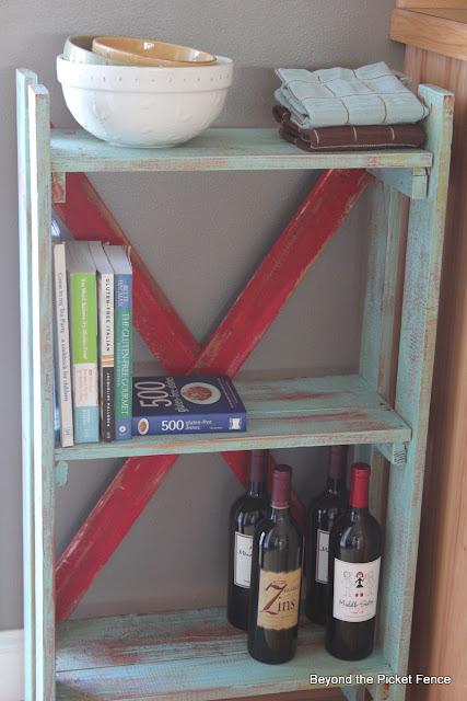 pallet bookshelf http://bec4-beyondthepicketfence.blogspot.com/2013/02/pallet-bookshelf.html