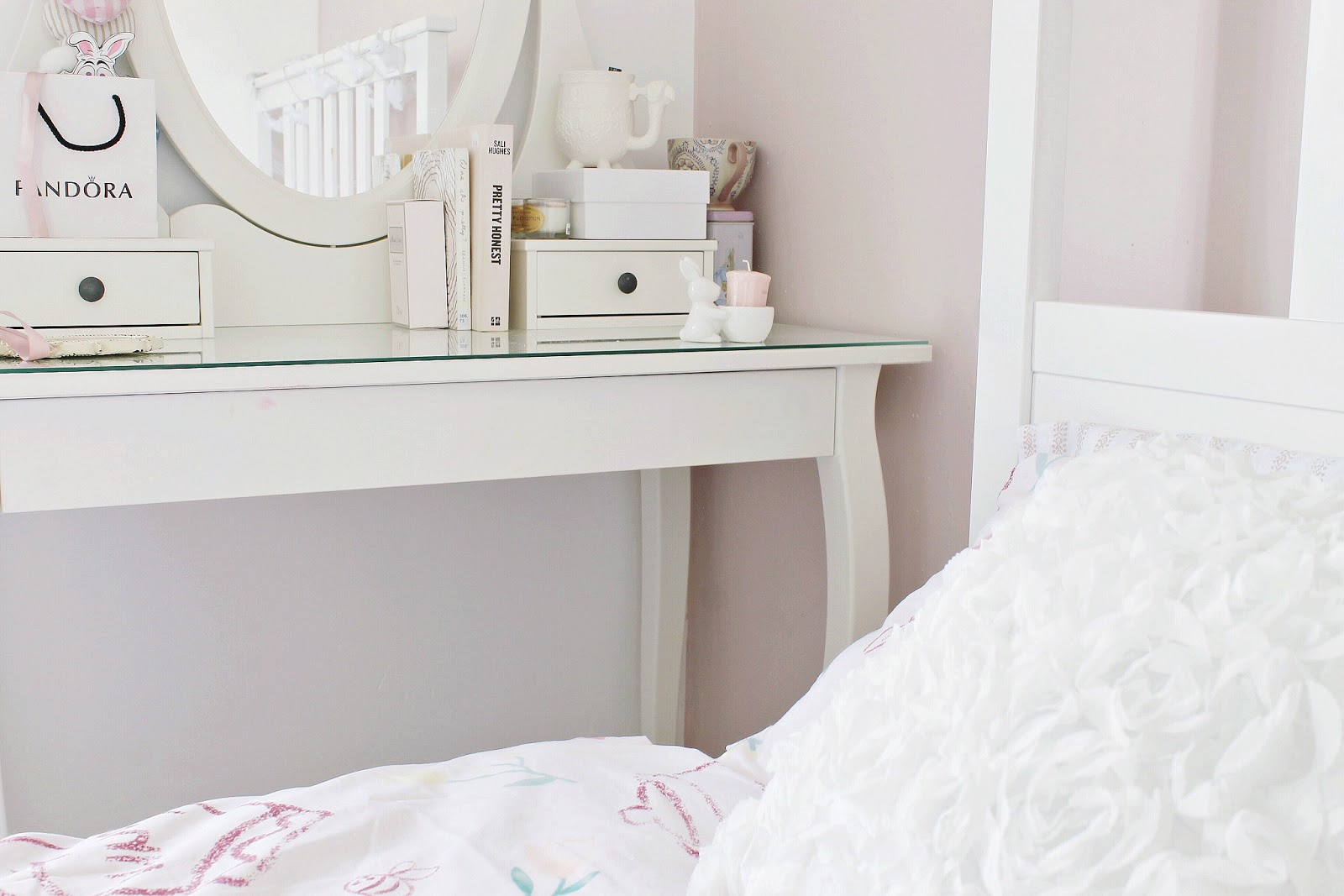 What's on my bedside table shabby chic girly blog