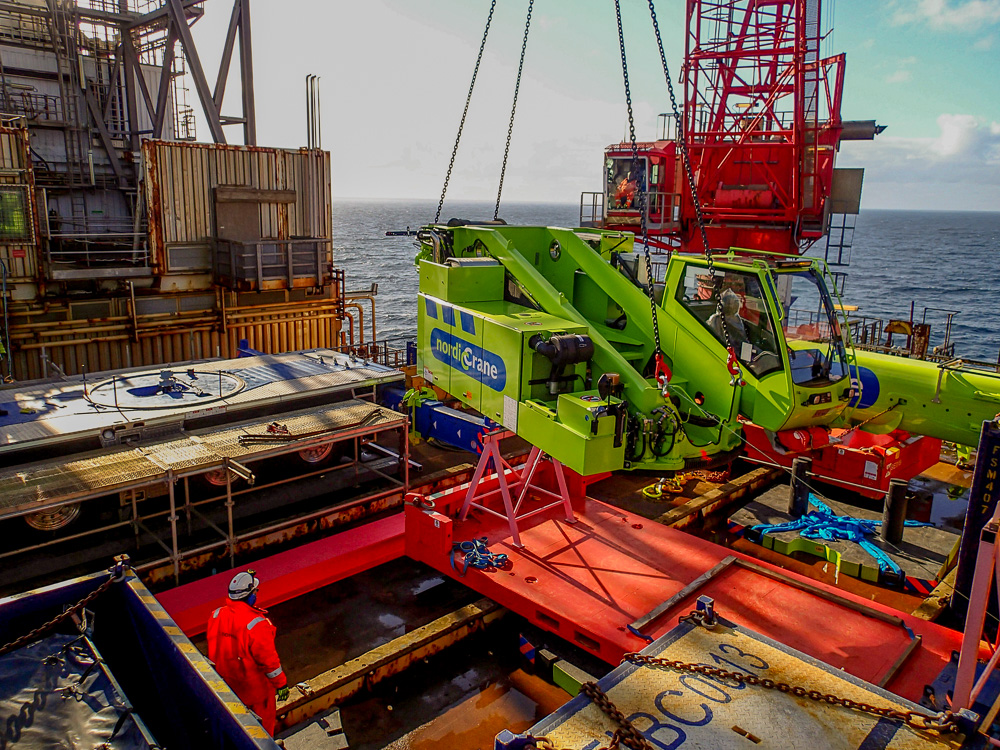 Nordic Crane working in oil platform in the north sea