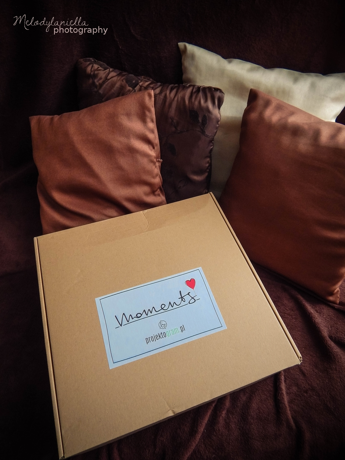 projektogram poduszka z własnym zdjęciem zaprojektuj swoją poduszkę zdjęcia instagram fotografia prezenty dla fotografów zakochani w zdjeciach wspomnienia z wakacji na poduszcze pillow photos aplikacja moments