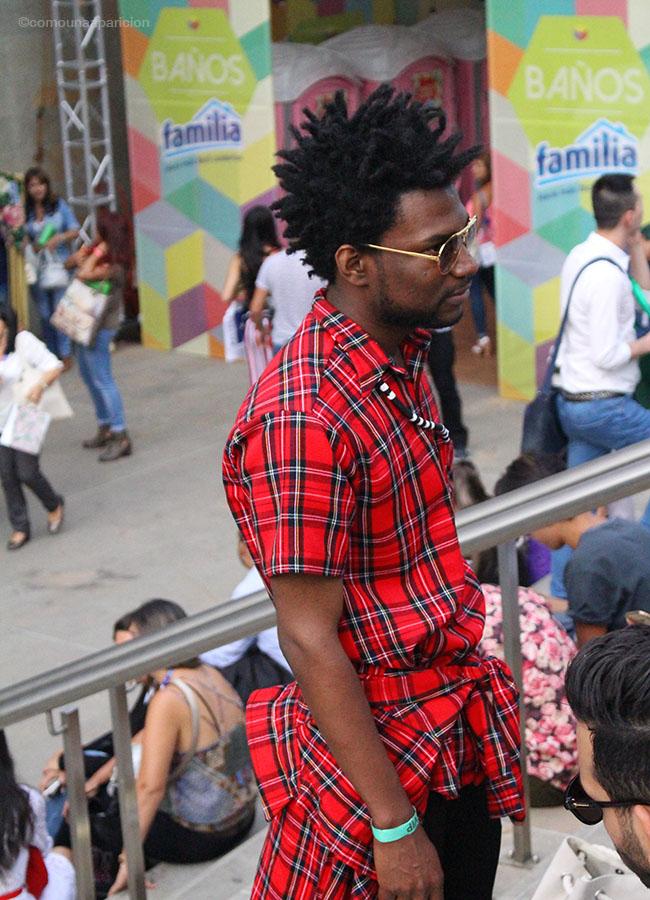 como-una-aparición-street-style-men-style-accesories-tartan-shirt-sunglasses-colombiamoda-2016-moda-en-la-calle-street-looks-color-fashion-hombres-con-estilo-fashion-bloggers