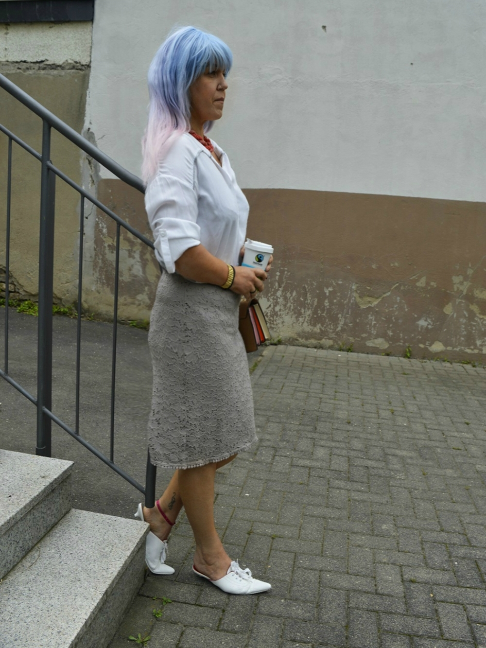 Annies Streetstyle Look with Lace Skirt, white blouse and leather mules - posted by Annie K, Fashion and Lifestyle Blogger, Founder, CEO and writer of ANNIES BEAUTY HOUSE