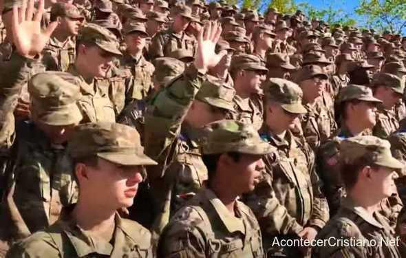 Soldados estadounidenses se convierten a Cristo