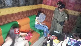 Dua Pemandu Lagu Karaoke Digelandang Satpol PP Bojonegoro