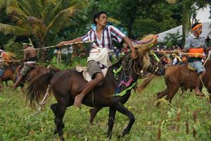 Pasola tradisi unik dari Pulau Sumba