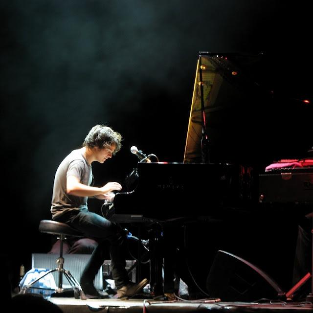 A-Minha-Vida-em-Musica-cronica-Jamie-Cullum-piano