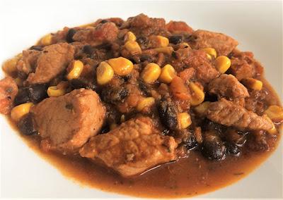 Mięso z fasolą i kukurydzą