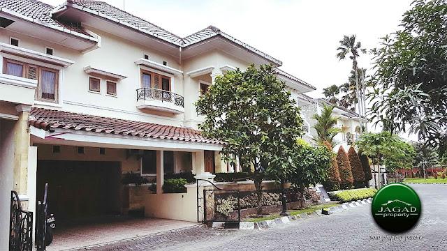 Rumah Mewah dalam Perum Tirtasani