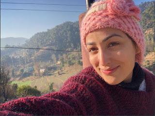 Yami Gautam gets Hindi literature help for Batti Gul Meter Chalu!.jpg