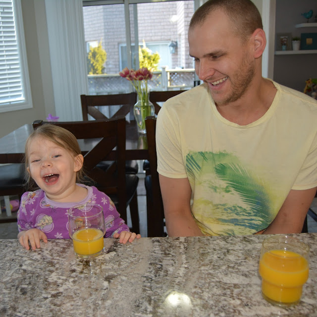 dad and toddler at breakfast