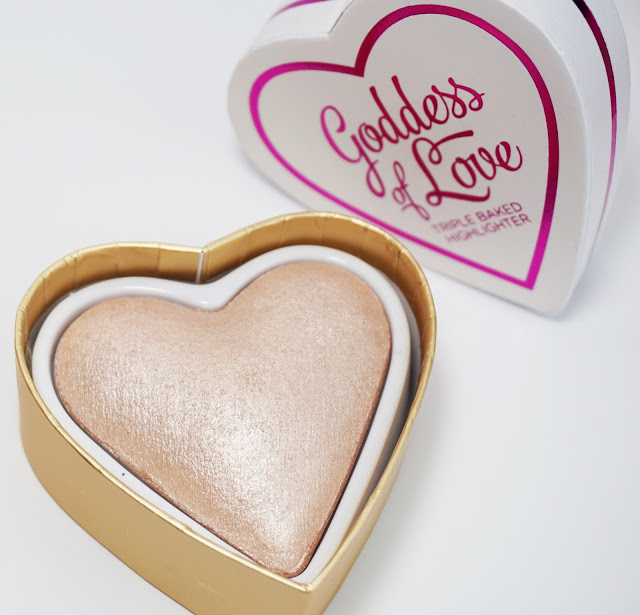 Makeup Revolution - I ♥ Makeup - Blushing Hearts (Goddess of Love)