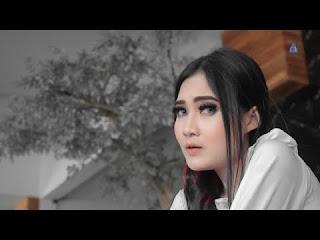 Download Lagu Nella Kharisma Biru Hatiku Mp3 Terbaru (5.13 MB)