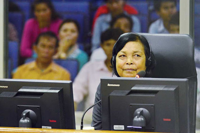 Civil party Chea Dieb testifies at the Extraordinary Chambers in the Courts of Cambodia in Phnom Penh yesterday. ECCC