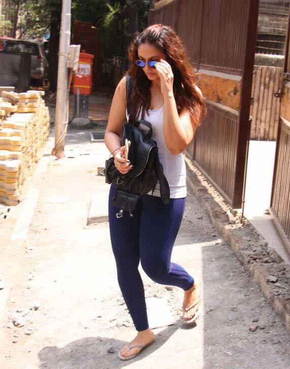 Huma Qureshi Spotted At Yoga Classes Khar