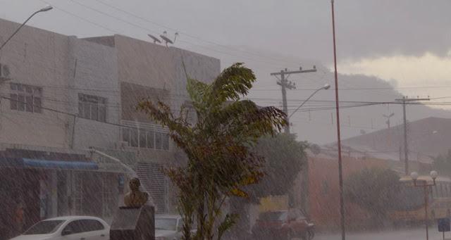 """""""No caso do Nordeste, apesar de todos os transtornos é normal chover forte no meio do ano"""" – Foto/JoãoSantos"""