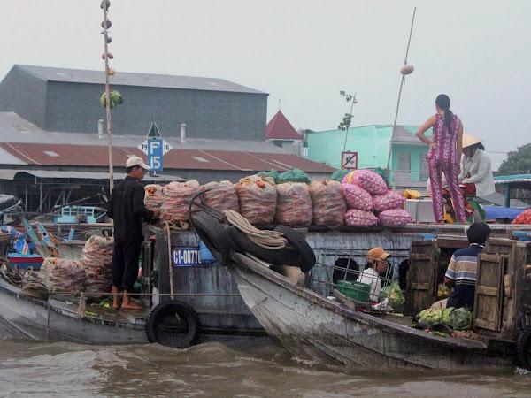 Vendedores en el mercado flotante Cai Rang