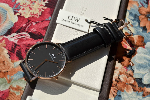 http://www.syriouslyinfashion.com/2016/10/daniel-wellington-classic-black-review.html