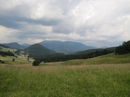 Veľká Chochuľa, Malá Chochuľa i Prašivá widoczna z Donovaly.