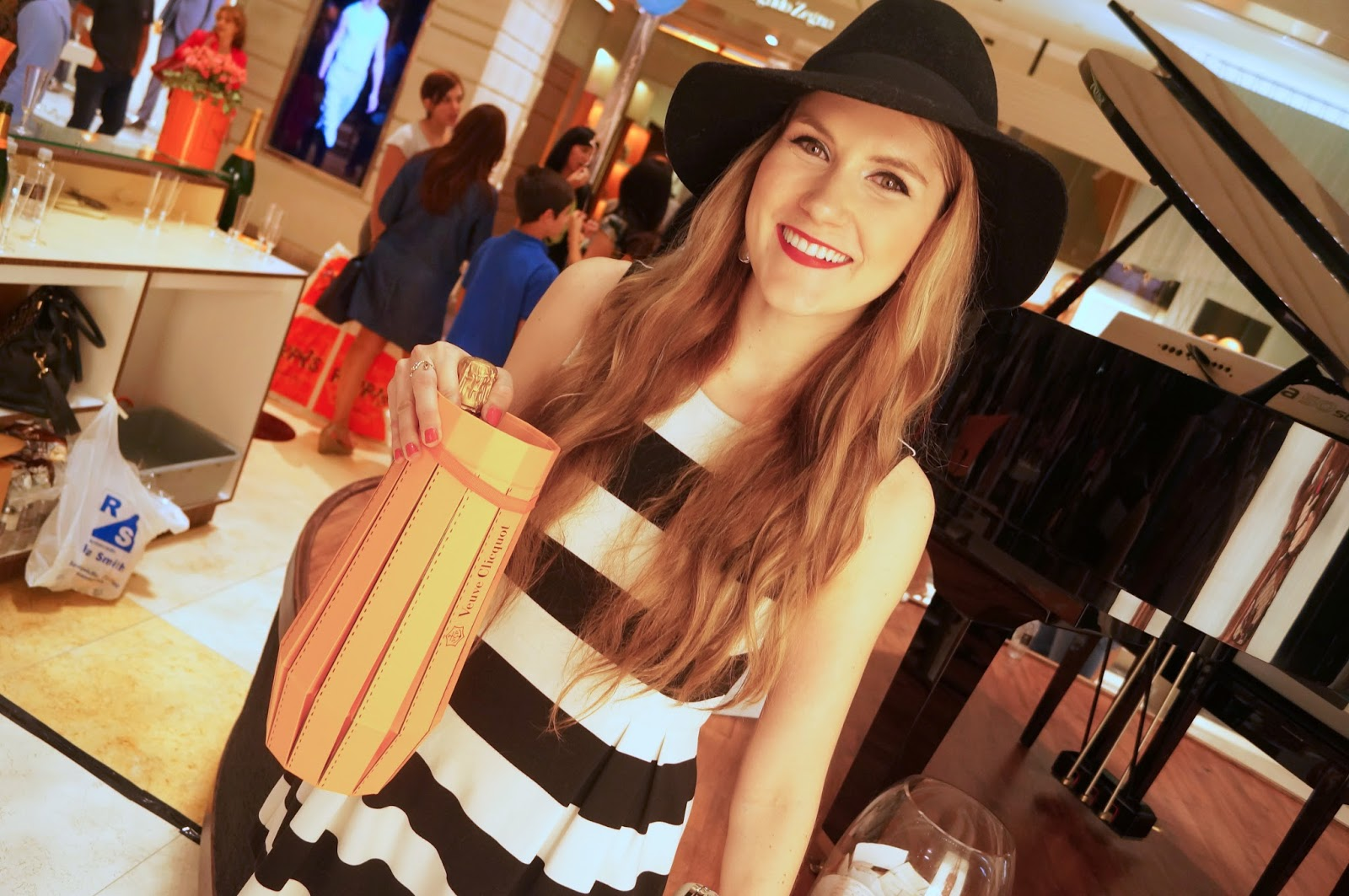 Marie McGrath is a fashion blogger in Panama. Click through to see all her outfits and styling tips!