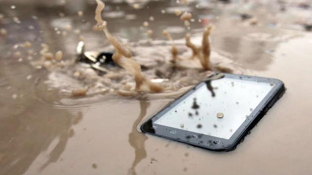 طريقة سحرية وفعاله لإعادة الهاتف الجوال للعمل بعد سقوطه في الماء لا تفوتك