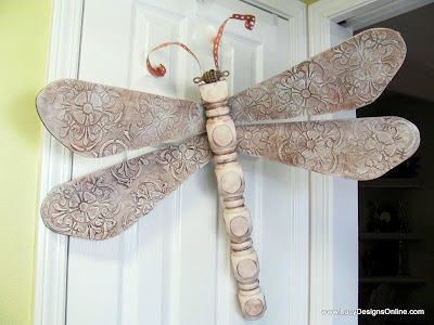 textured wing dragonfly