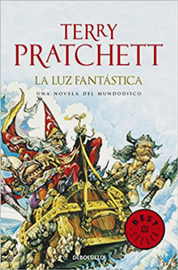 Portada de La luz fantástica, de Terry Pratchett