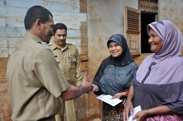 Korban Banjir Aceh Jaya Terima Bantuan Rp 2 Juta Per KK