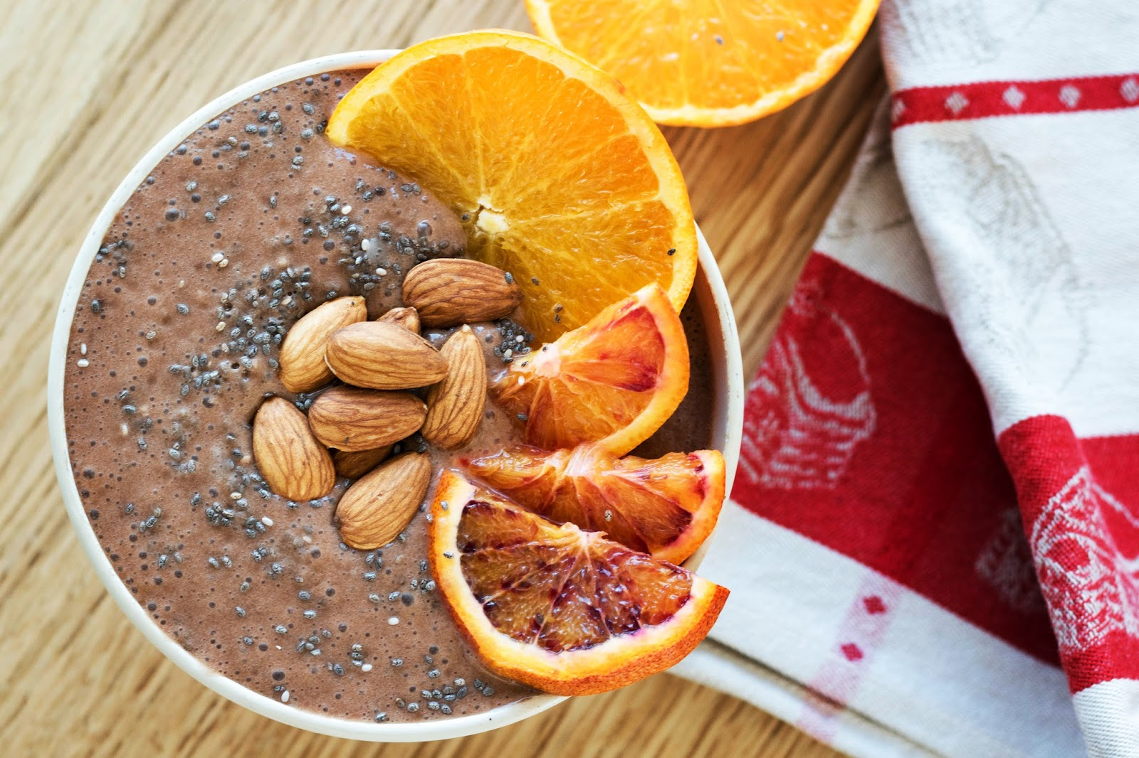Smoothie bowl banane chocolat orange