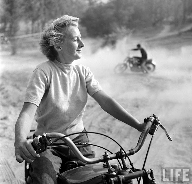 1940s Bike Girls: Fascinating Photos of Female ...