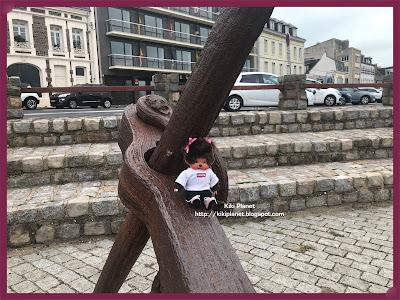 kiki monchhichi fécamp normandie plage galet falaise toys life