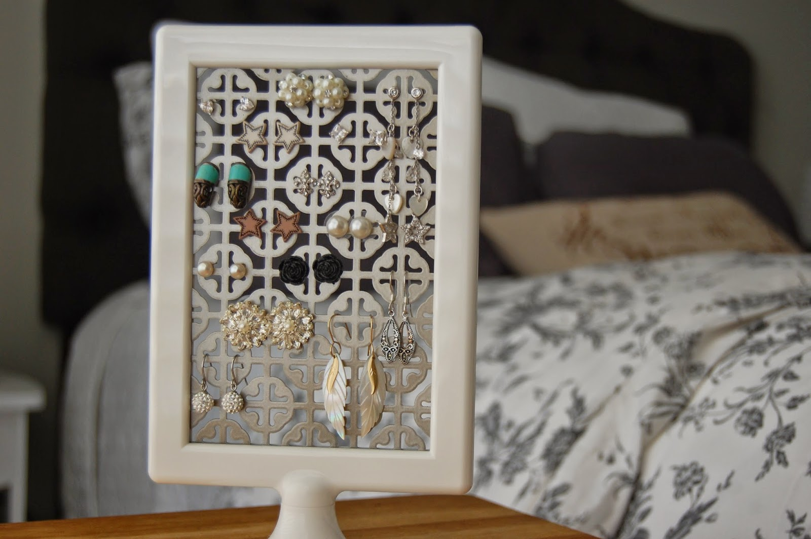 {DIY}: Stud Earring Holder