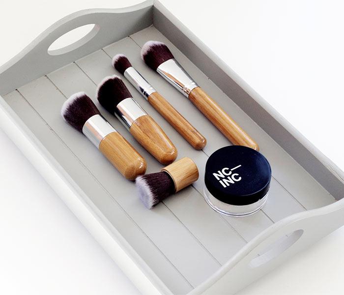 Como organizar melhor seus itens de maquiagem quando se tem pouco espaço