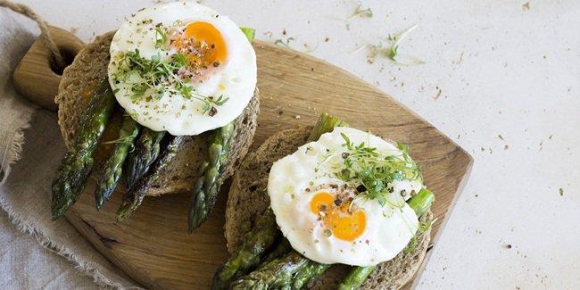 5 Jenis Makanan yang Harus Dimakan Agar Kamu Nggak Depresi